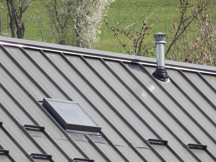 Sortie chemin e bac acier rev tements modernes du toit for Toit de maison en tole